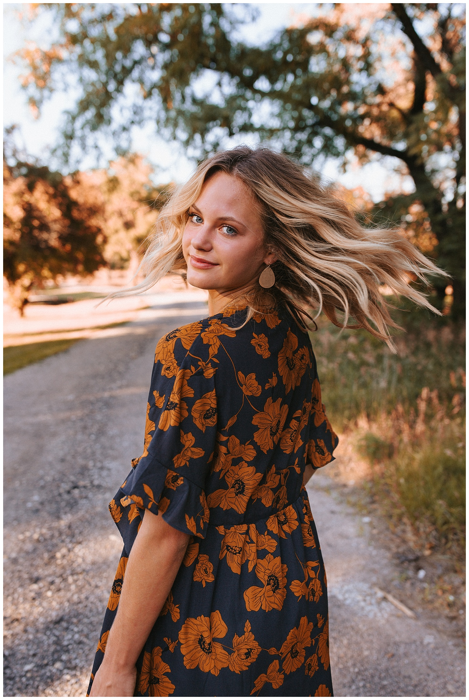 beautiful_senior_portraits_lincoln_nebraska_photographer_sunset_inspiration_outfits_haleychicoine_0027.jpg