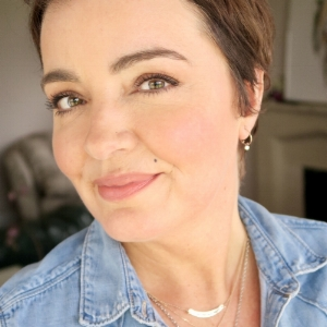 Susie Cormack Bruce AKA Sincerely Yours Susie Blogger.jpg