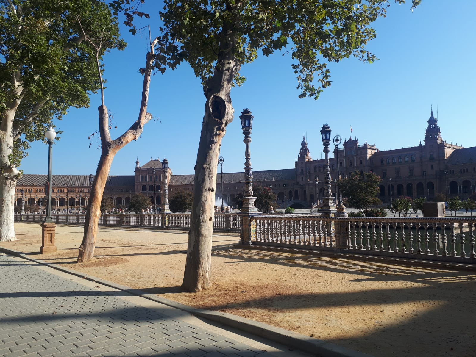 Early morning equals no crowds at Plaza de España