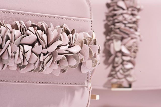All things blush today on #nationalrosèday - like this @lkbennettlondon cross body bag....🌸🌸🌸 #designerstyle #walinandwolffloves
