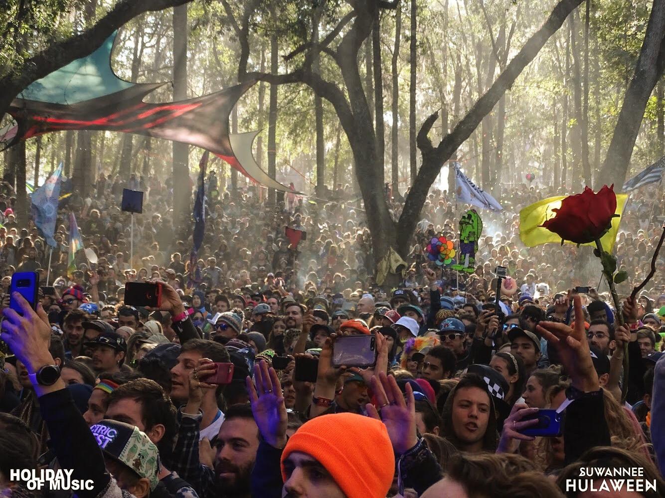 Portugal. The Man Crowd - Suwannee Hulaween 2017
