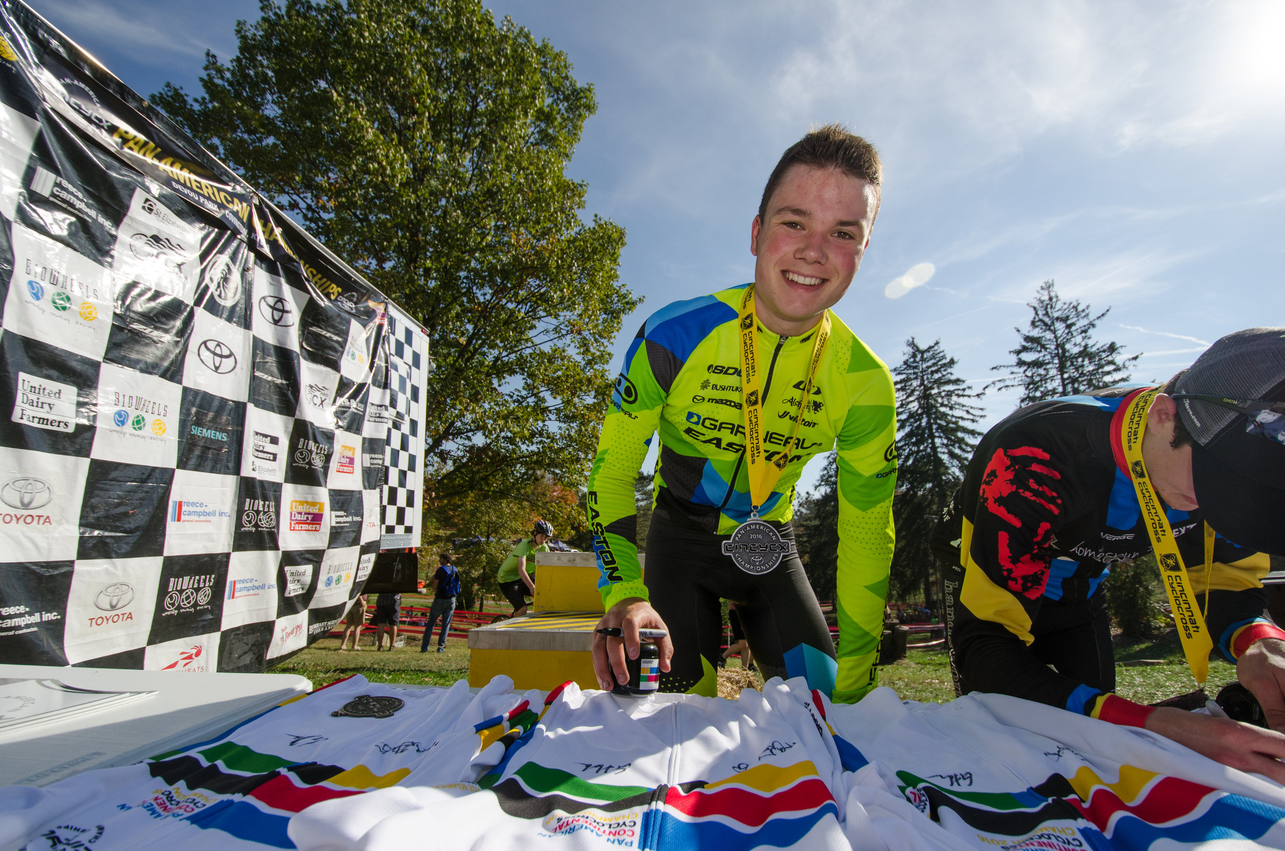 2016102914004130-cxpanamchamps.jpg