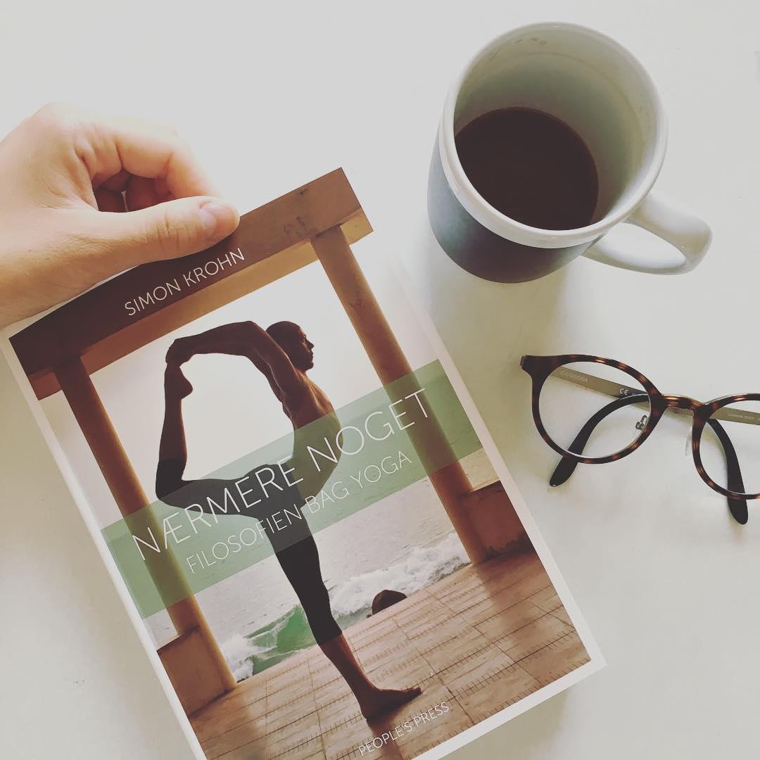 Er du interesseret i yoga så er Nærmere Noget én af de bøger du skal skynde dig at reservere på biblioteket og nyde i hængekøjen denne sommer.