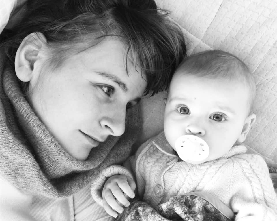 Langtidsamning og samsovning – Nelli Arnths klumme i Varde Ugeavis