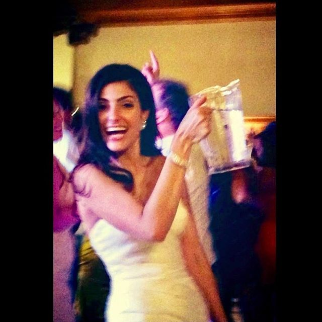When you're the bride and you're thirsty from dancing all night, by all means, grab yourself a water pitcher! 🎶🤪💦 @montalvospecialevents @losgatosdjcompany #villamontalvowedding #losgatosdj 💃🏻