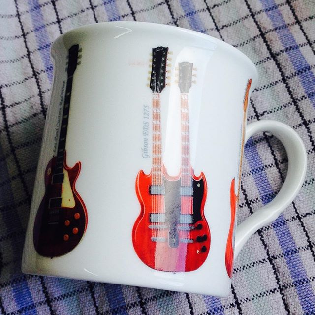 The greatest coffee cup going around right now ☕️ #gibson #shredding #coffeetime