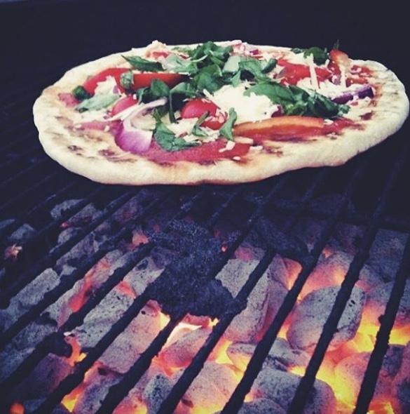 grilled pizza with bell pepper and red onion