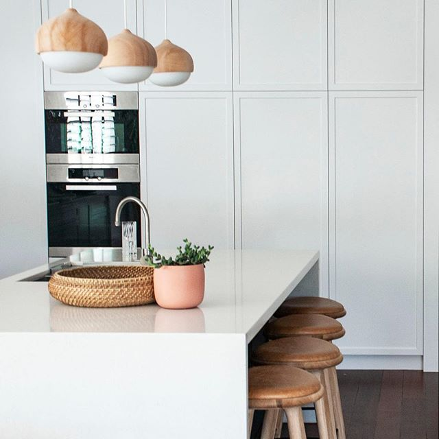 Another view of the completed kitchen at the Shenton Park home renovation project. A fantastic project with a great result.⠀ .⠀ Interior design by me @turnerinteriordesign⠀ .⠀ Cabinets built by Caruso cabinets⠀ .⠀ Build by @assemble_wa⠀ .⠀ #kitchendesign #kitchenrenovation #whiteshakerstylecabinets #modernkitchendesign #modernclassic #materdesignpendants #materdesignstools @materdesign tap @brodware