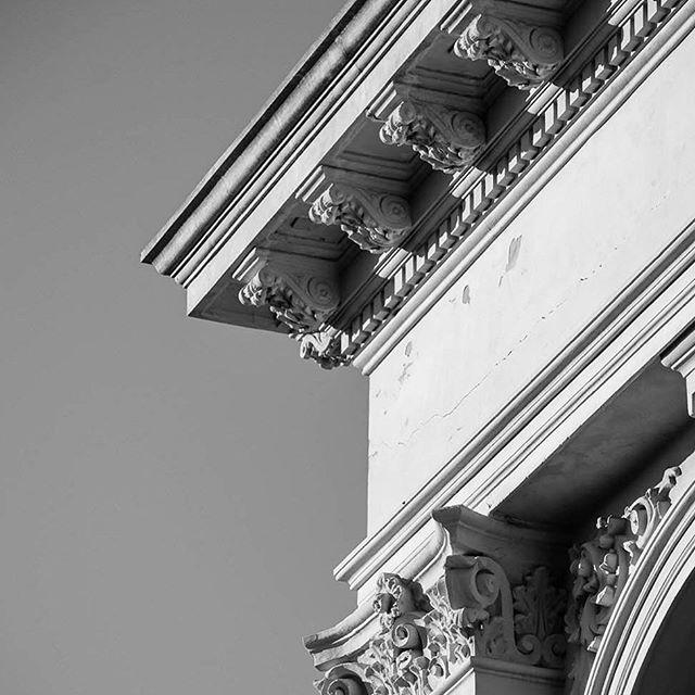 Fremantle detail - April 2019⠀⠀ .⠀⠀ .⠀⠀ .⠀⠀ #detailphotography #architecturalphotography #fremantlewa #heritagebuildings #westernaustralia #buildingfacade