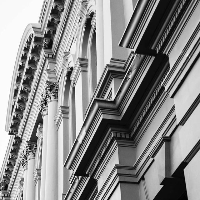 More Fremantle detail!⠀ .⠀ .⠀ #fremantlewa #buildingfacade #blackandwbitestreetphotography #photographyart #heritagebuilding #westernaustralia #streetphotography