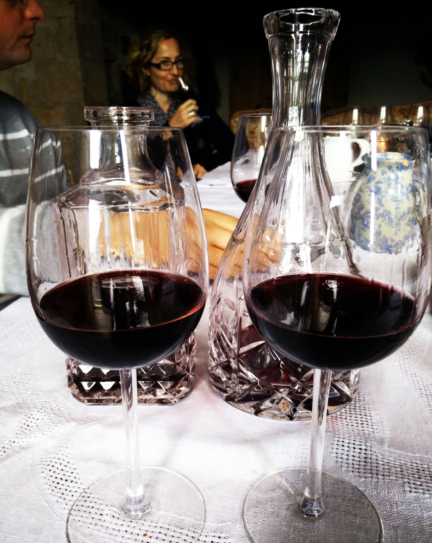 Comparative red wine tasting.