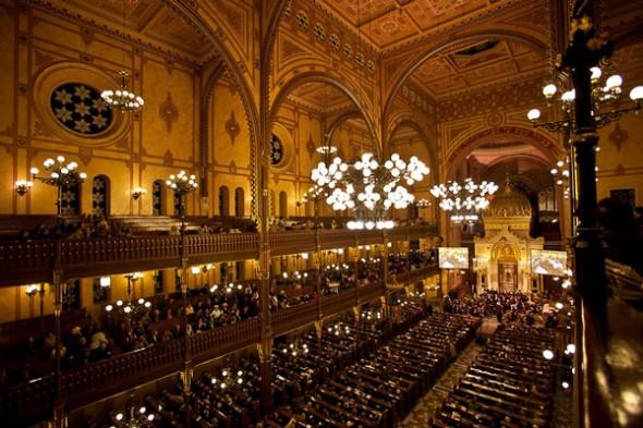 Great-Synagogue-Budapest-festival.jpg