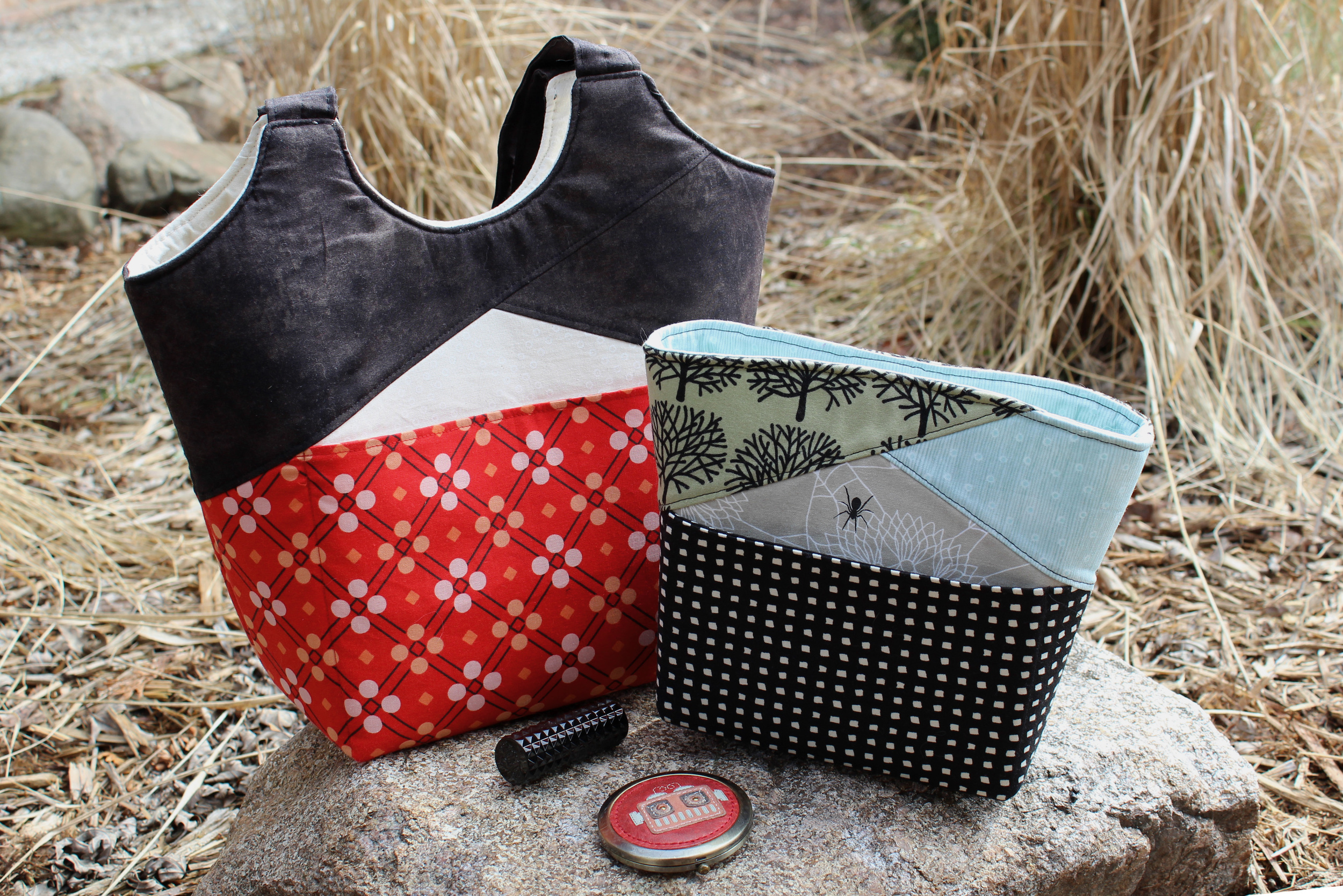 Stand Up & Tote Notice (left) and the Stand Up Clutch are both patterns by Lisa Ratford of Two Pretty Poppets. Fabrics by Cotton and Steel and Alexander Henry
