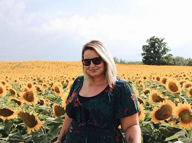 It's time to get YOUR perfect sunflower field photo. Join us next Saturday Aug 11 from 10am-5pm for Many Feathers first Farm Hop! With 7 farms along the way, the Farm Hop is the perfect build-your-own-adventure farm tour taking you across Peel Region. . Tickets are on sale online now and can also be purchased at each farm at the door (cash only). All ages are welcome at all farms - grab lunch at @spirittreecider, meet sheep @goodlot.beer and experience 35 acres at @davisfeedfarmsupply. Visit manyfeathers.ca/farm-hop now - link in bio!