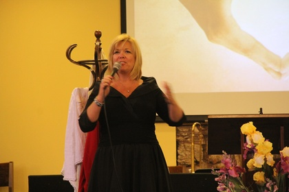 Ministry begins with beautiful worship by Teri Miller