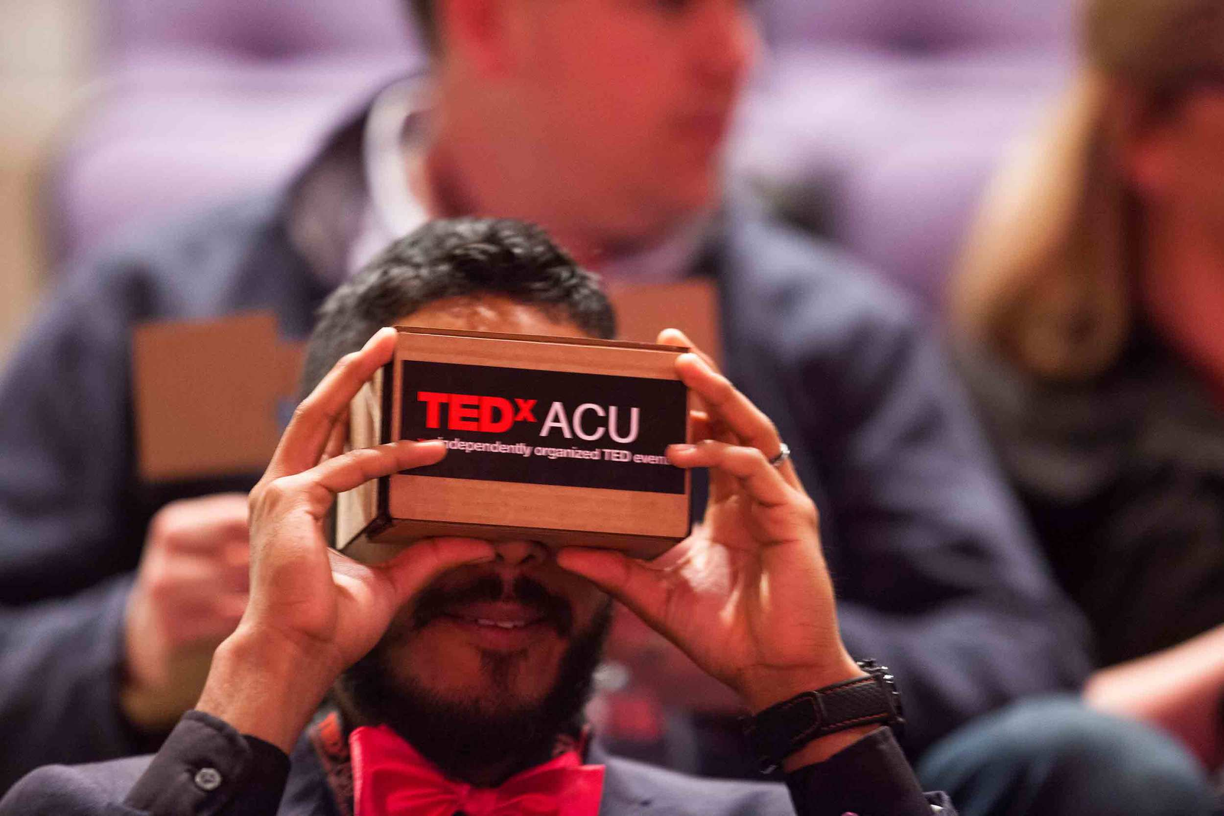 tedxacu-speaker-saul-delgado-trying-out-his-google-cardboard-viewer_26123234030_o.jpg