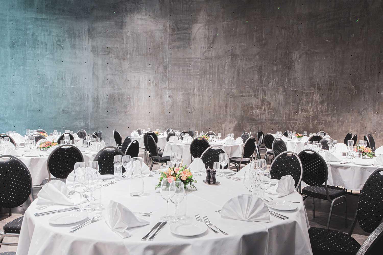 Vi pynter bryllupslokalet etter deres preferanser og ønsker.