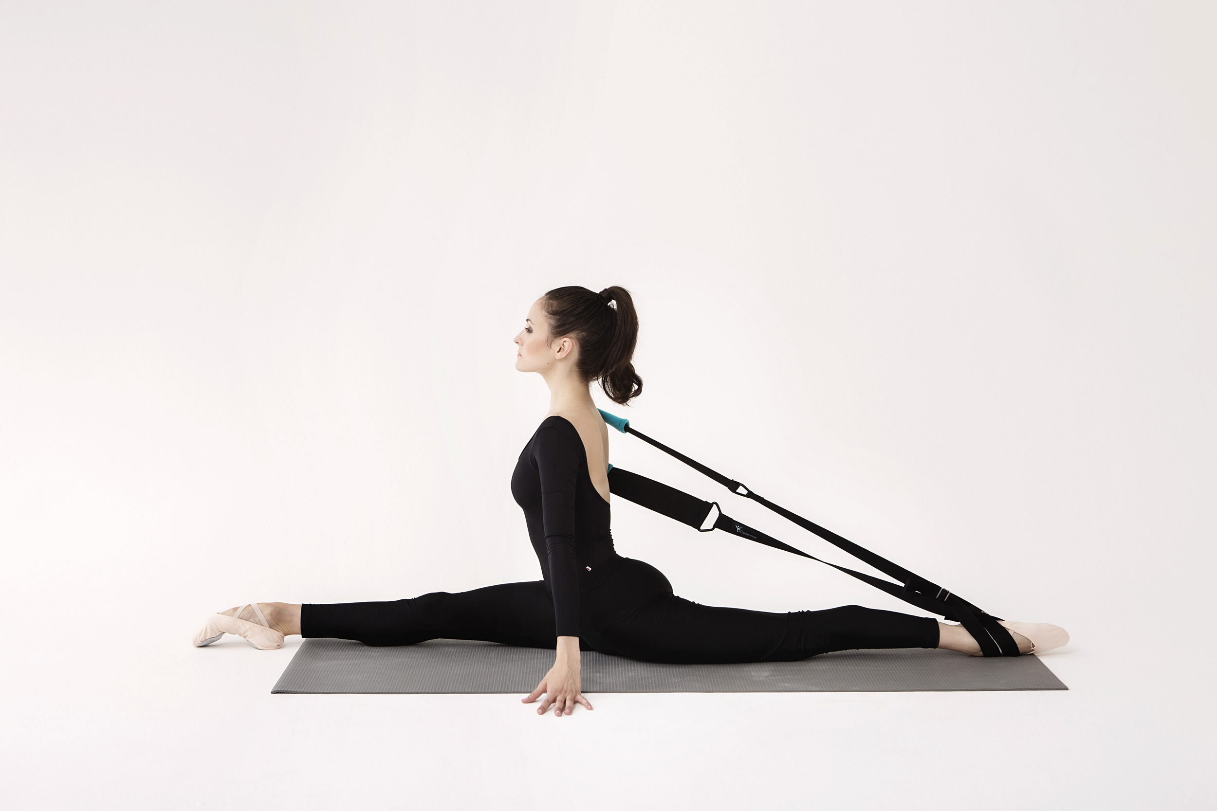Front Split with the Flexistretcher demonstrated by Melanie Hamrick of ABT.