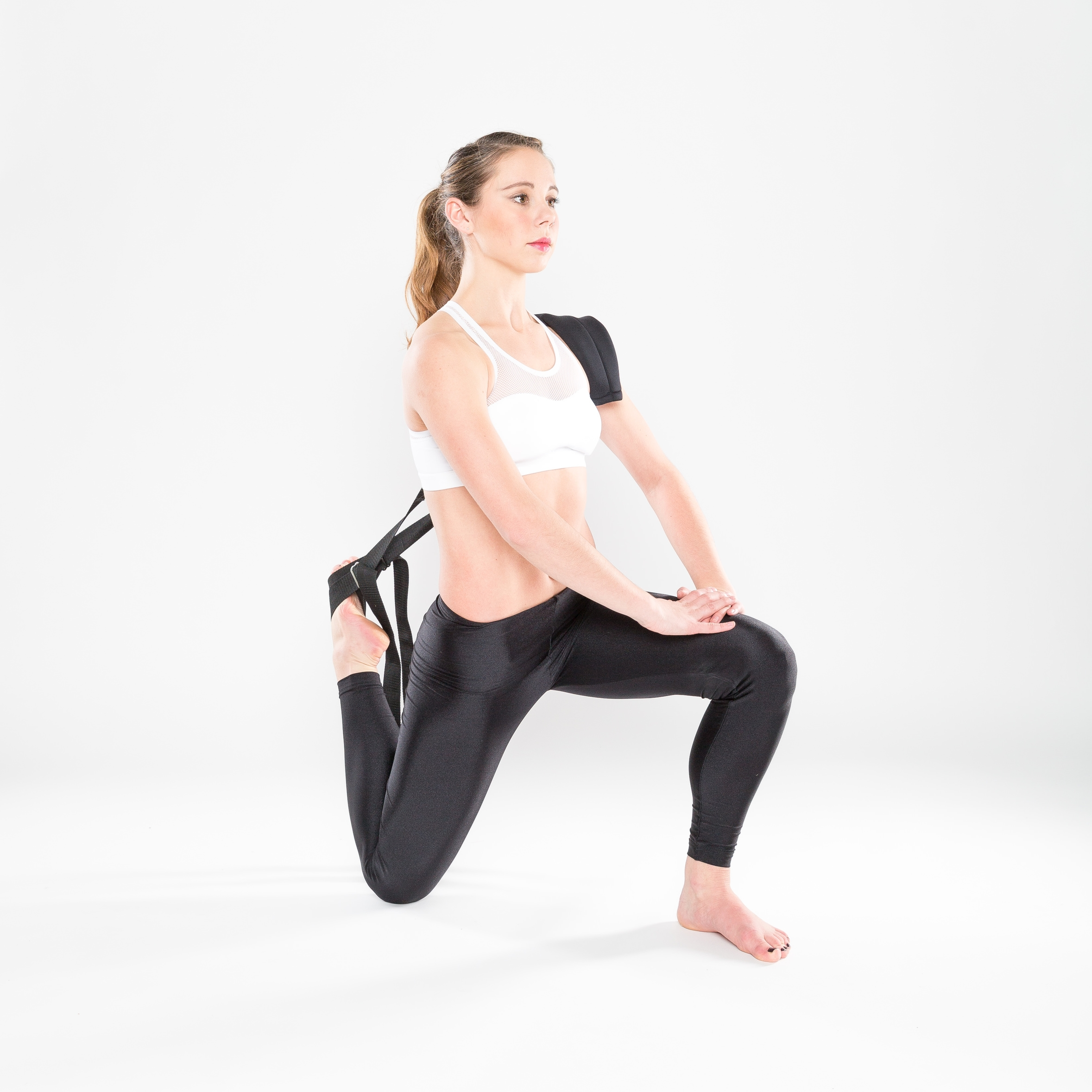 ACTIVE LOW LUNGE
