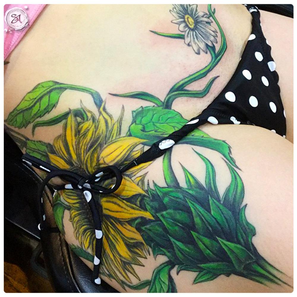 2013_tattoo_hip_sunflowers-vines-daisy.jpg