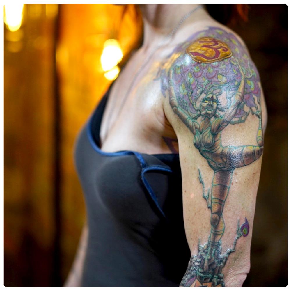 2018_tattoo_arm_holding-up-the-om.jpg