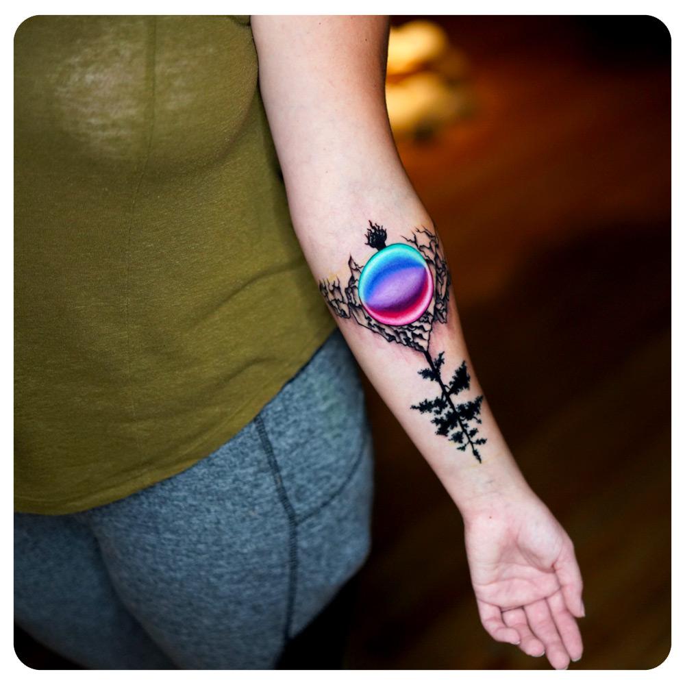 portfolio_2018_tattoo_forearm_nature-colored-orb.jpg