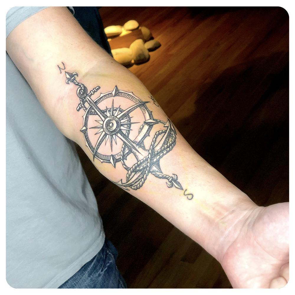 portfolio_2018_tattoo_forearm_traditional_compass-anchor.jpg