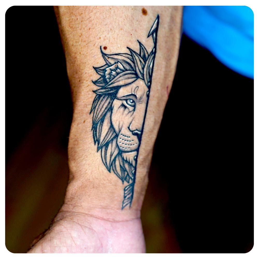 portfolio-2_2019_tattoo_forearm_linework-minimalism_lion-mates.jpg