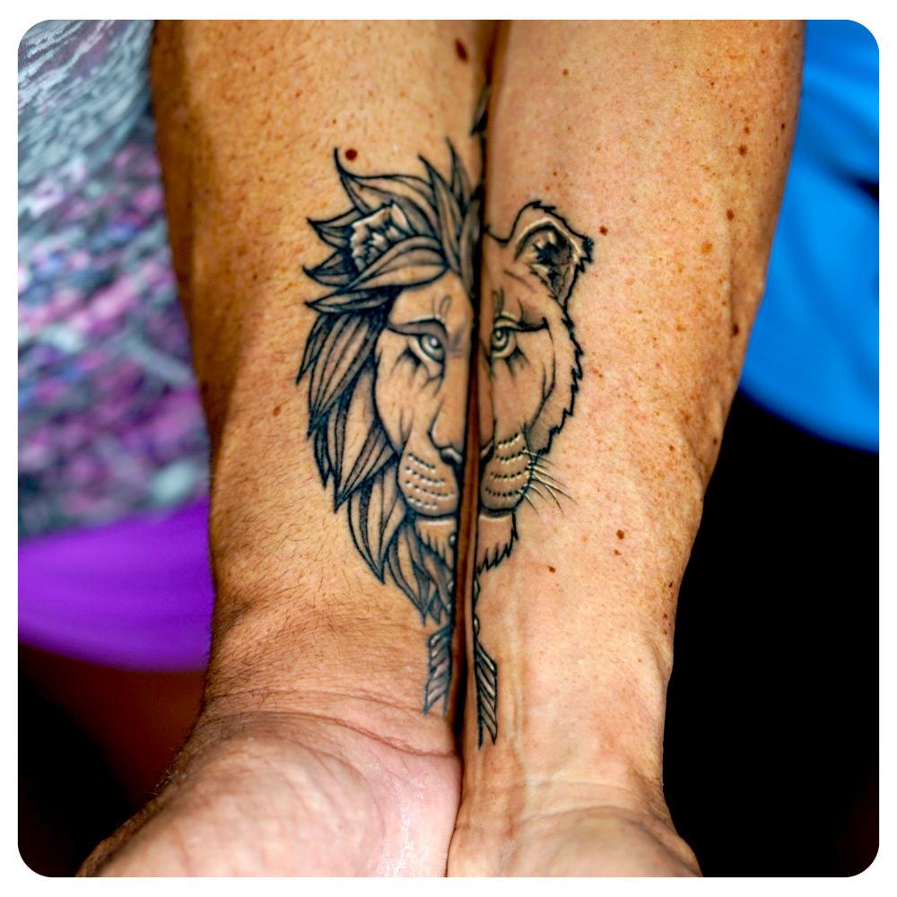 portfolio-1_2019_tattoo_forearm_linework-minimalism_lion-mates.jpg