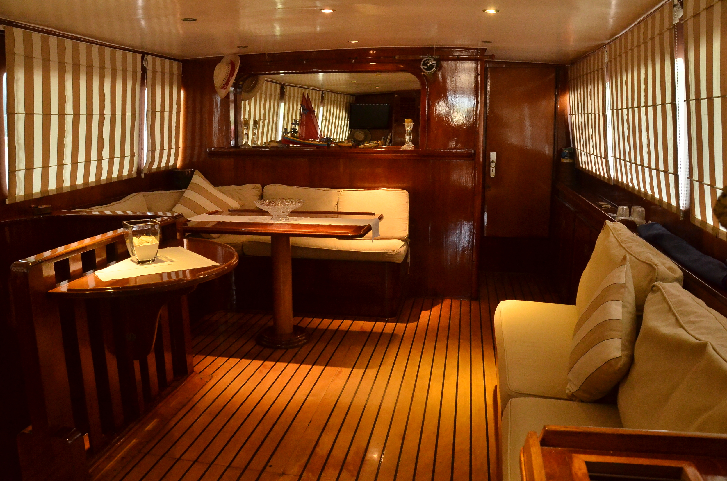 Interior lounge area aboard Perola