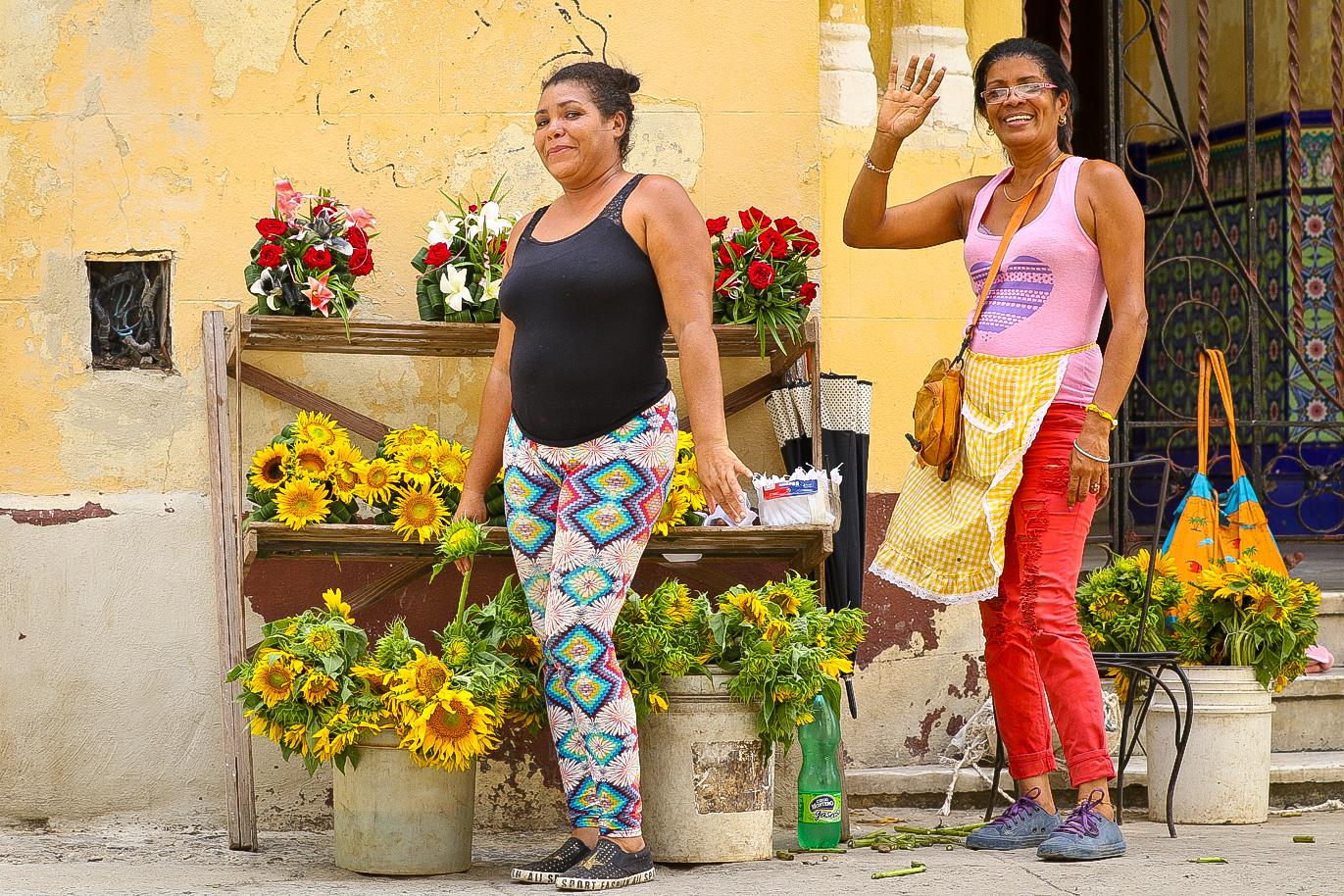 """Side street flower vendors.......""""Tienes una esposa?"""" """"Si"""" I replied. """"Quieres una novia Cubana?!"""" they asked next!"""