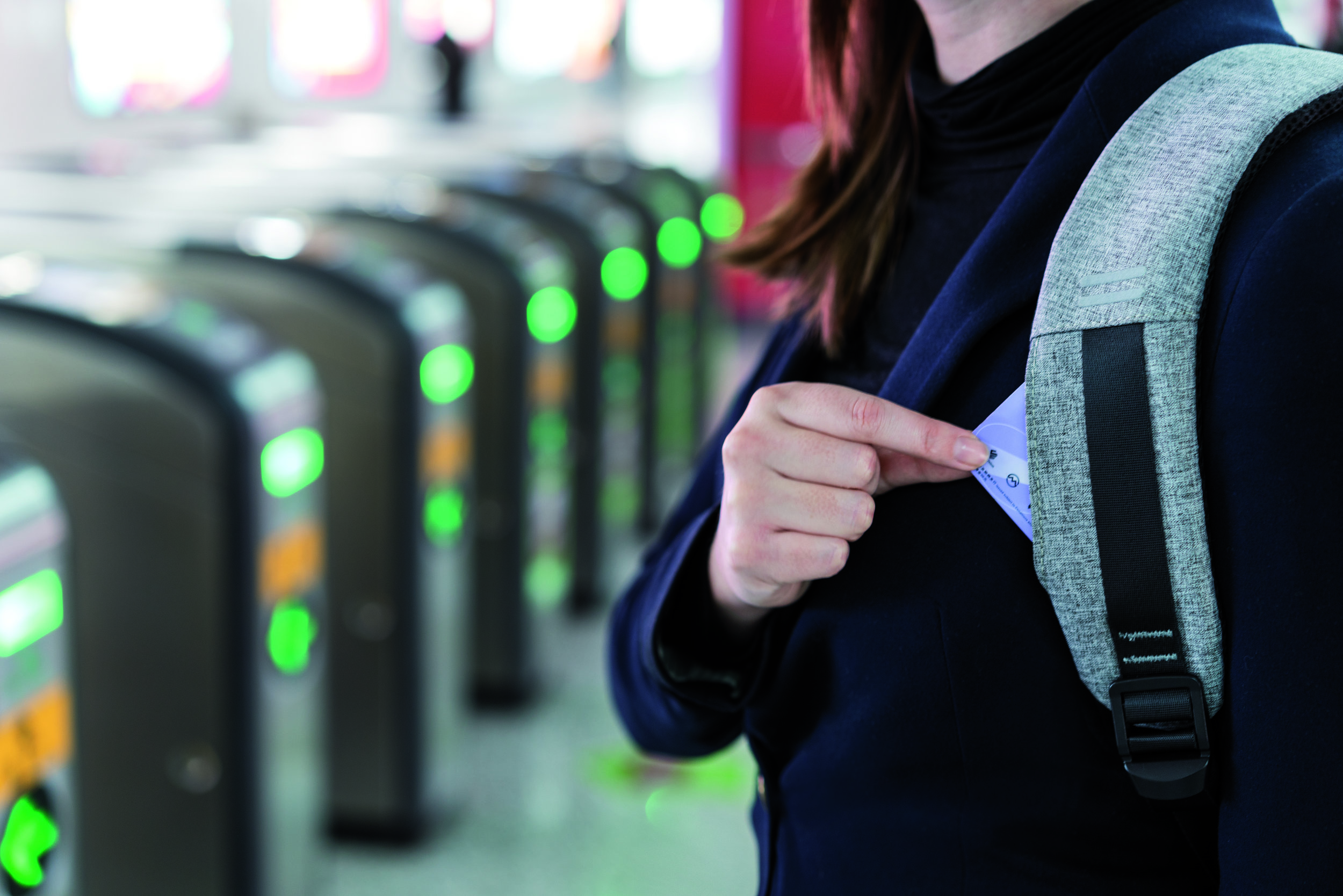 Each strap has a pocket for quick access to your transit card.