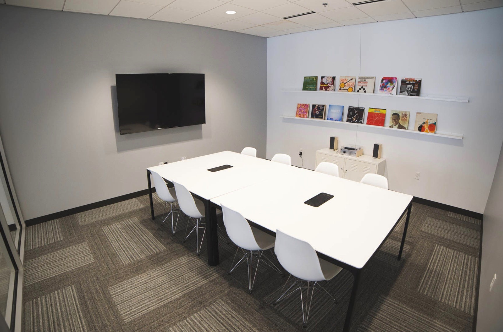 plexpod white table large screen medium size meeting room.jpg