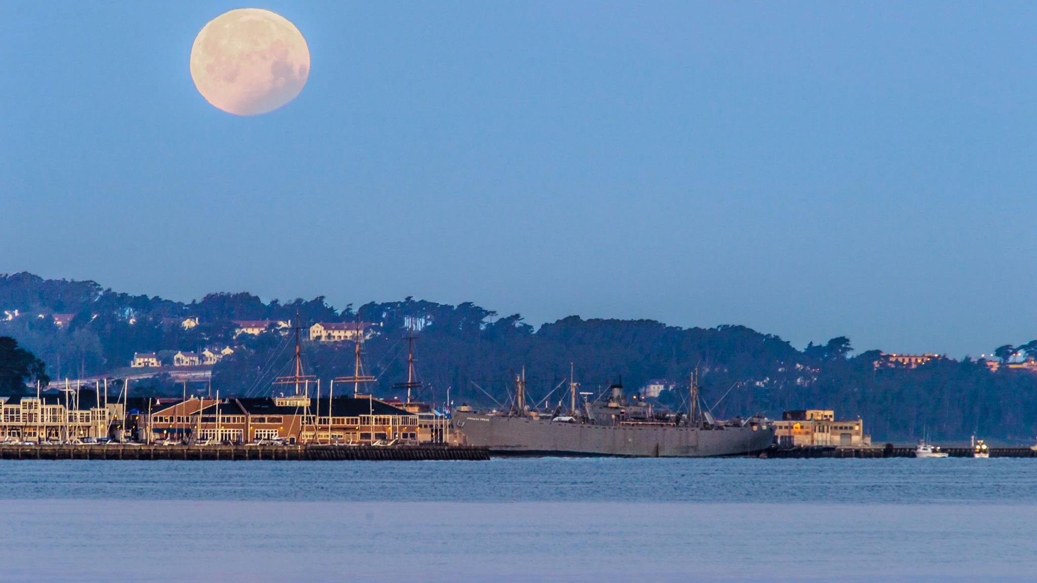 Moon over SF2.jpg