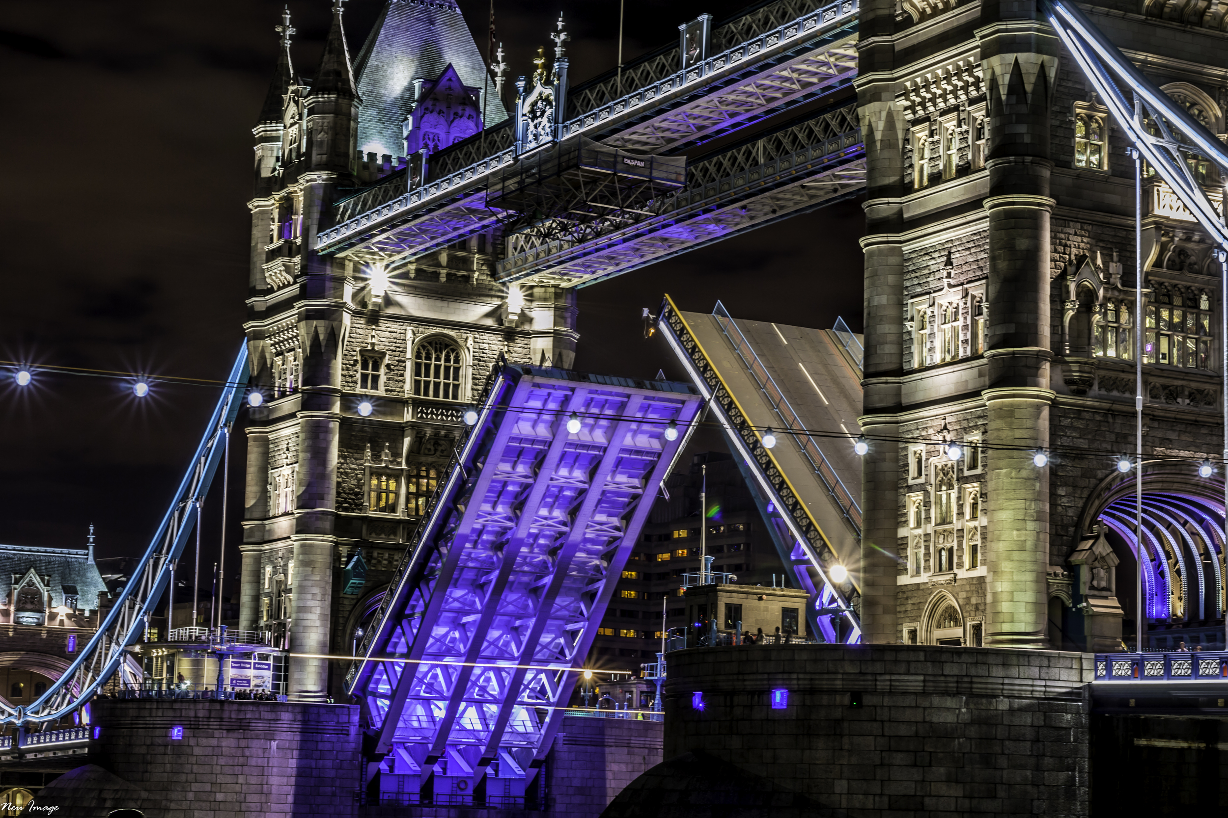 tower bridge 20x30_.jpg