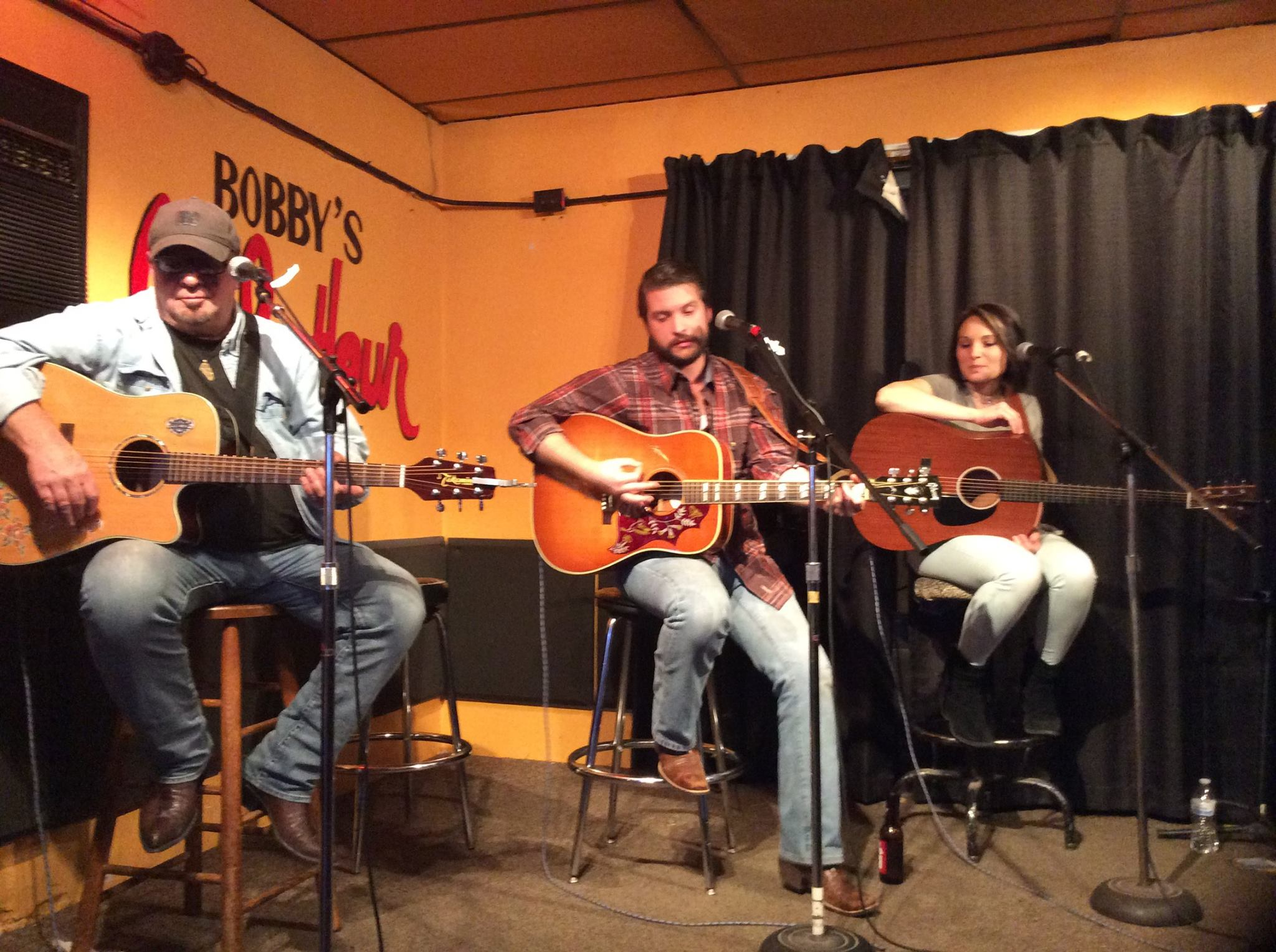 In the Round at Bobby's Idle Hour