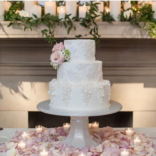 Sweet little wedding cake