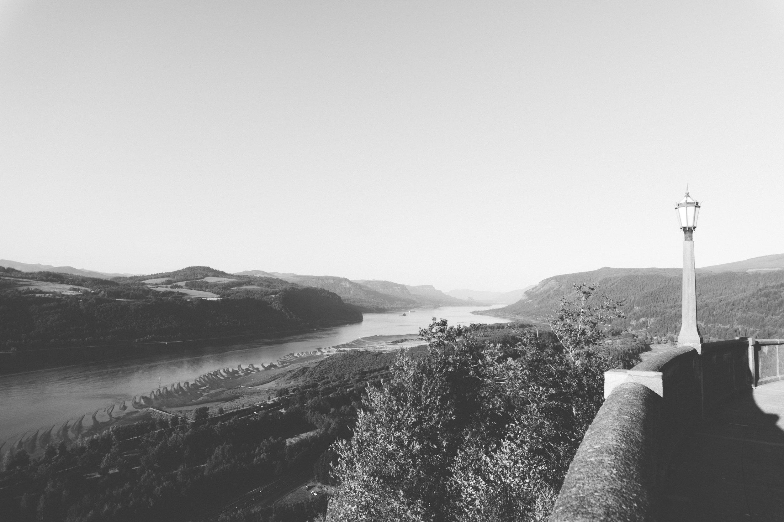 columbia river gorge - b+w