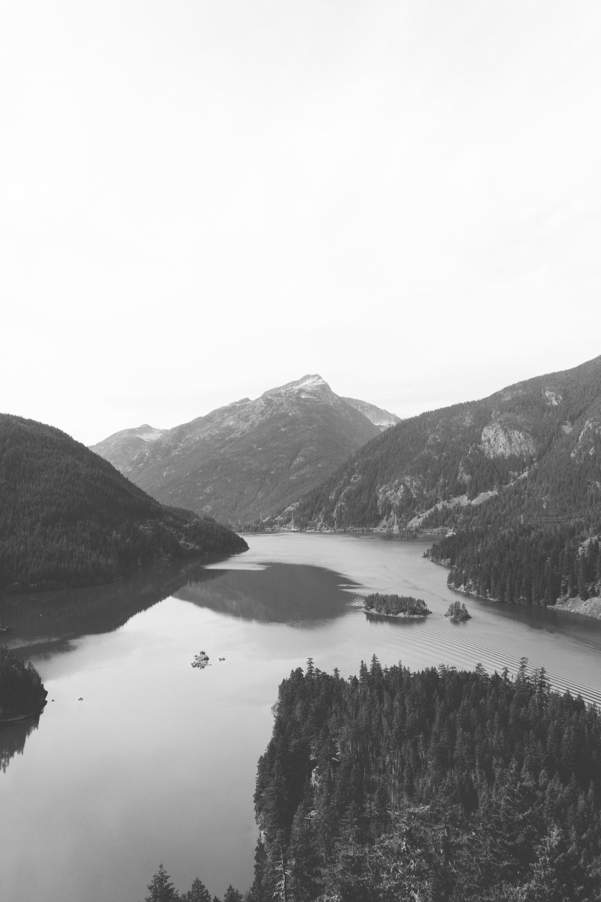 diablo lake overlook - b+w