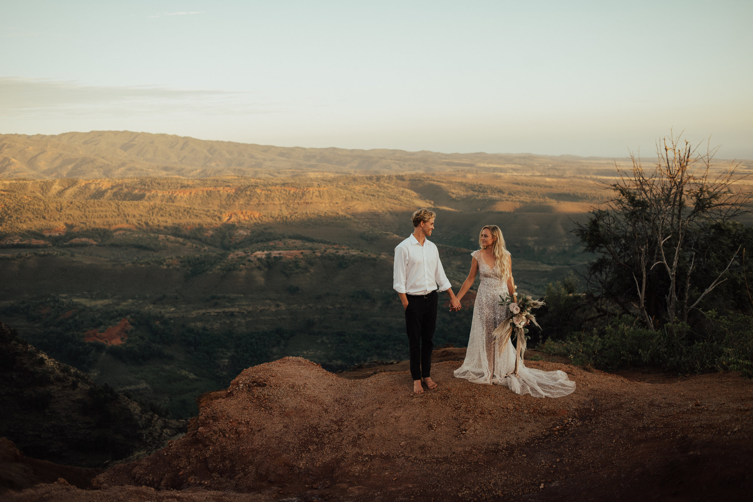 Waimea Canyon Elopement by SB Photographs01101001000111001110110110100100100001101001DSC_6704DSC_67040001101.jpg