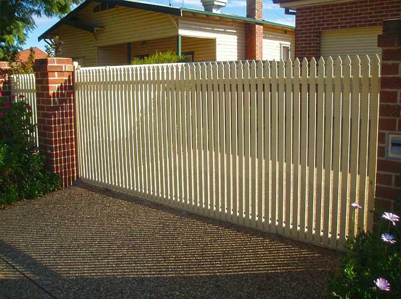 Classic-Picket-sliding-gate.jpg