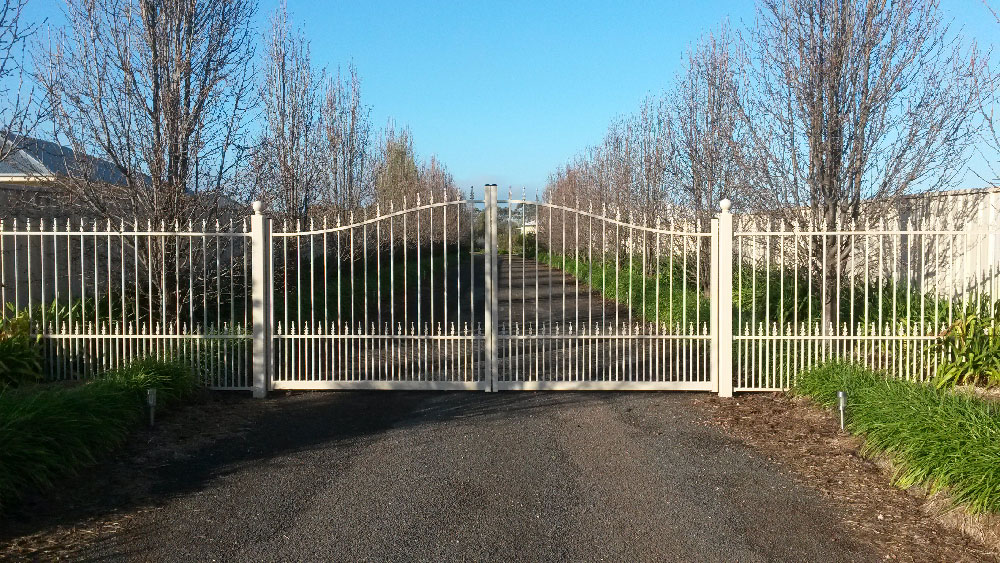 colonial-curve-double-gate-and-panels.jpg