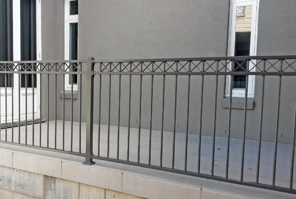 cross-top-balustrade.jpg