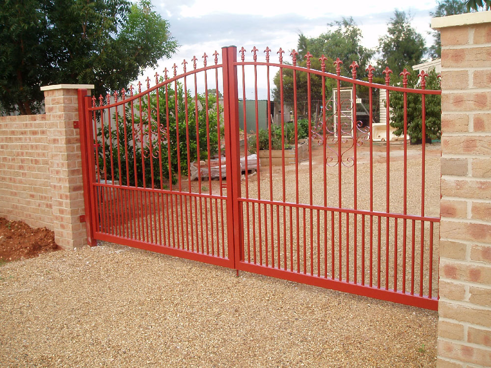 colonial-curve-double-gate-doggy-bars.jpg