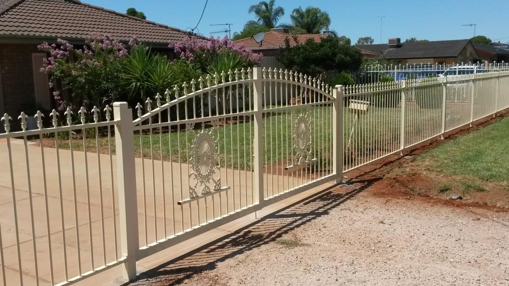 tubular-curved gate.jpg