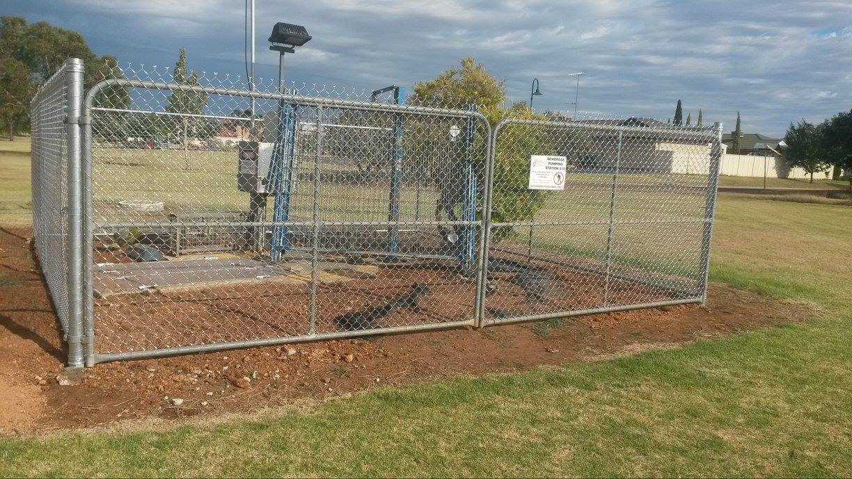 1800 high Chainwire fence with top and bottom rail.jpg