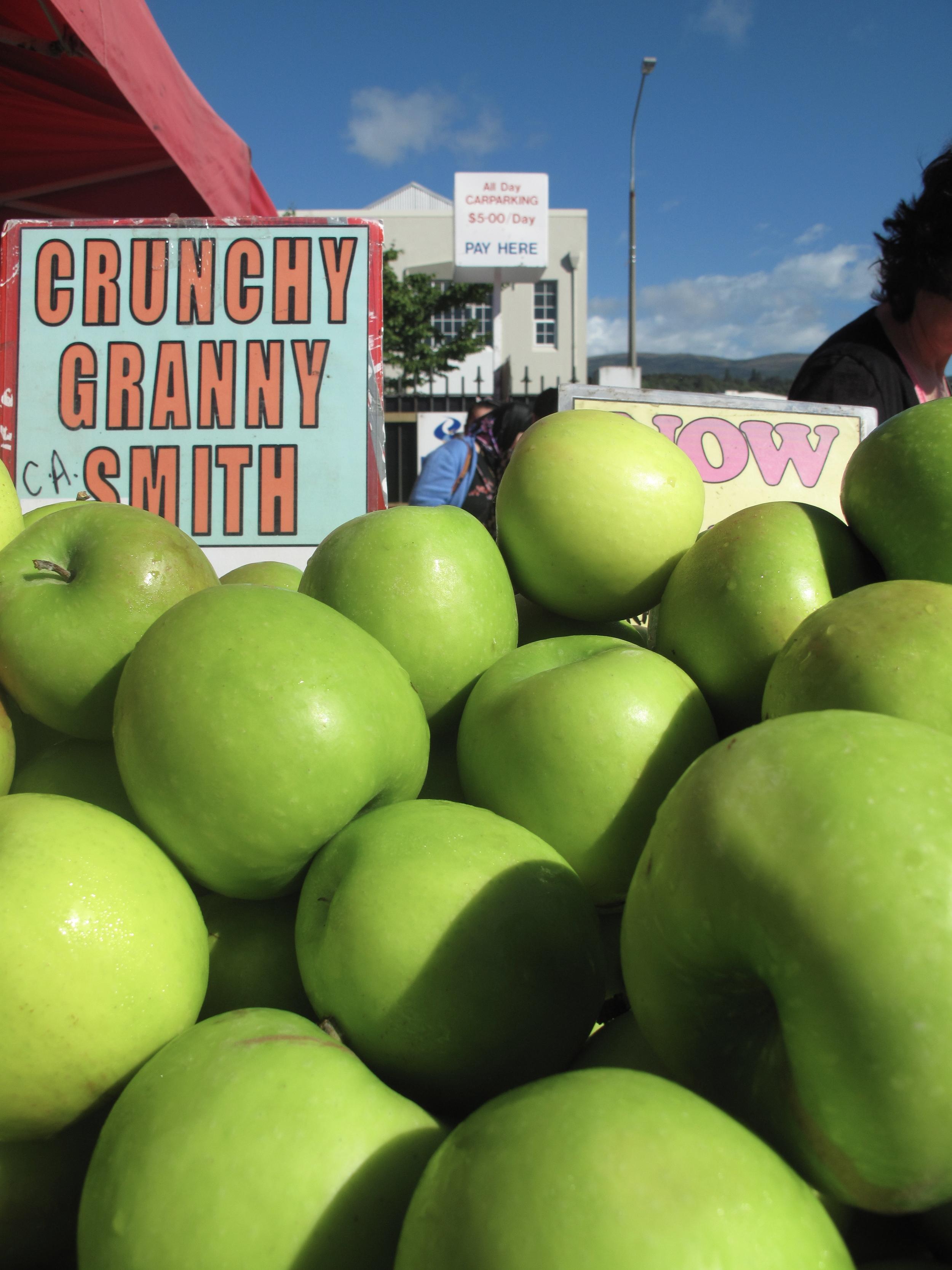 Granny Smith apples at farmer's market NZ
