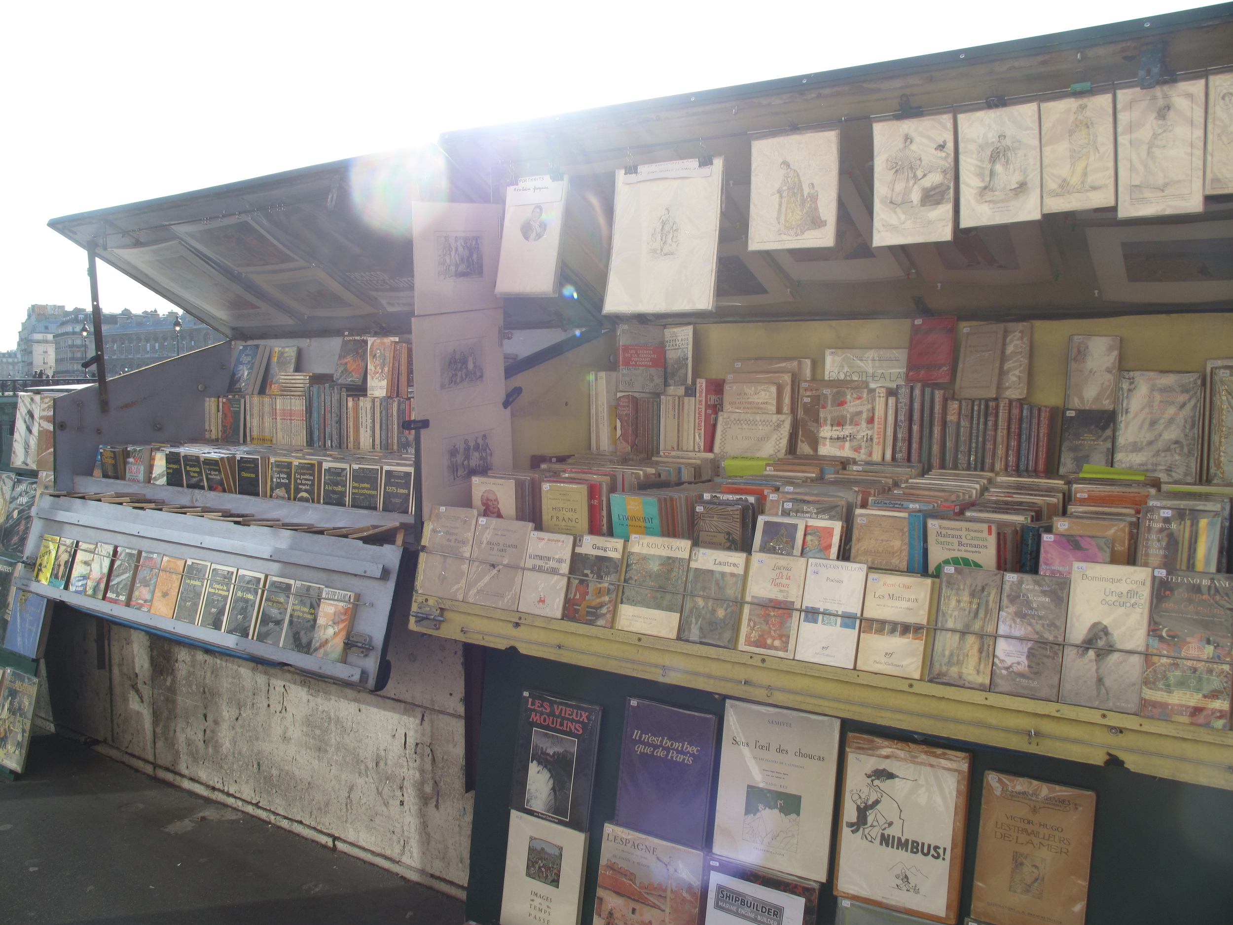 Bouquinistes - bookstalls on the quai of the Left Bank, Paris.