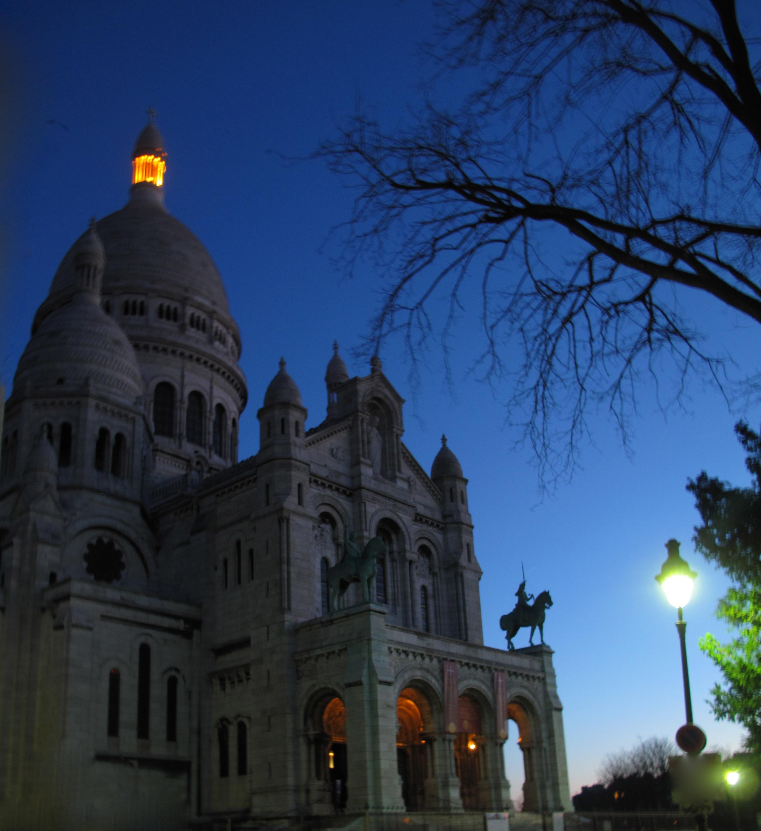 Sacrè Coeur before dawn, in the blue of the night
