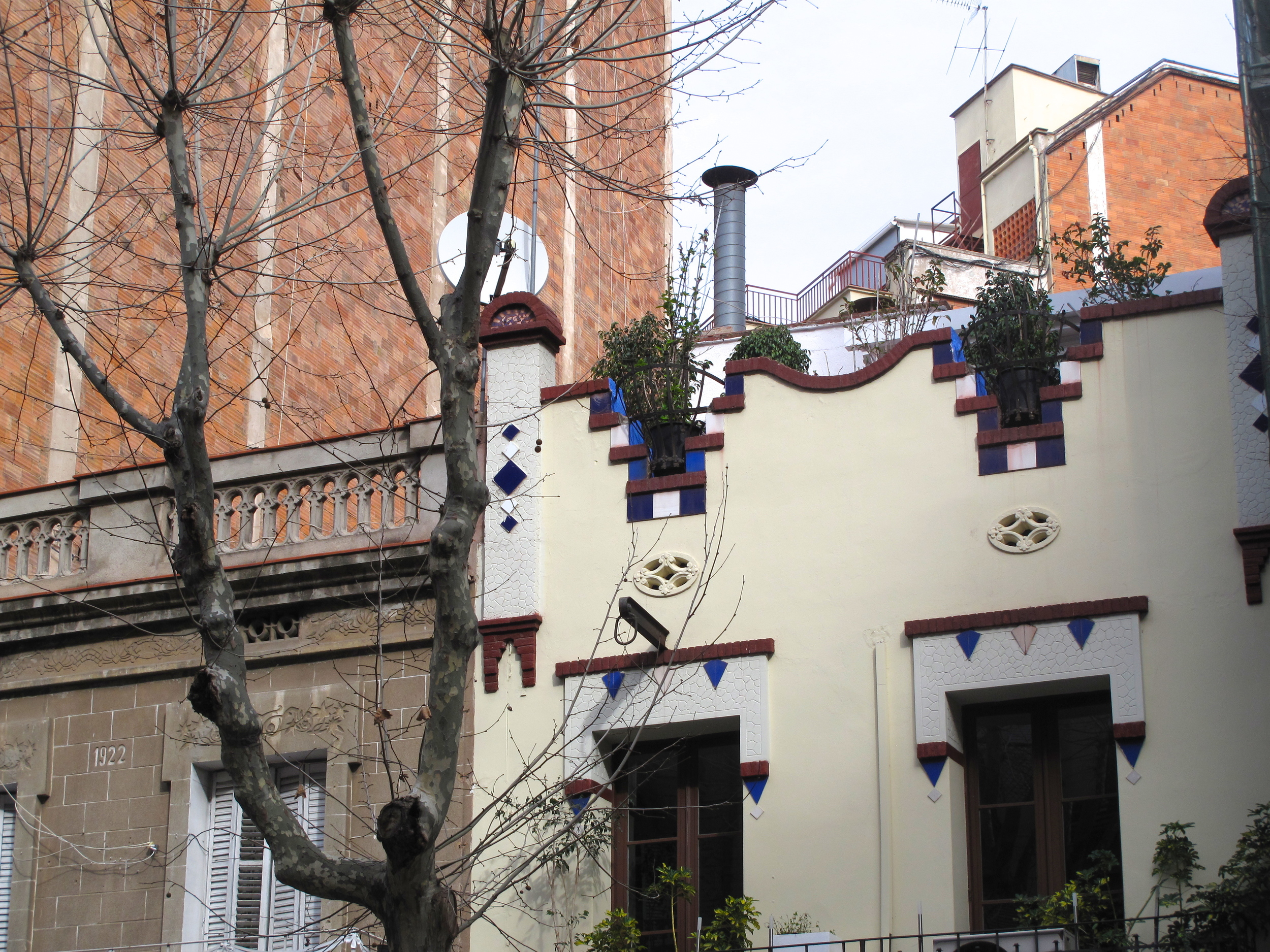 Architecture and housing in Barcelona - a painted house with a parapet.